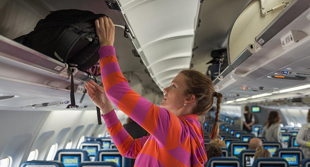 专家告诉你坐飞机时如何避免随身行李沾染新冠病毒