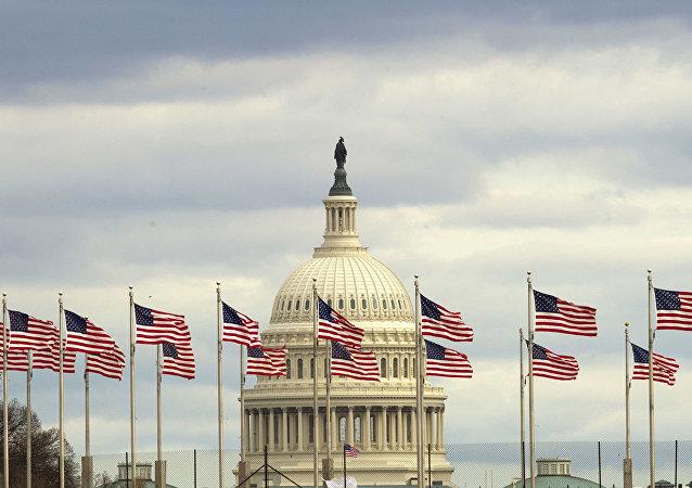 美国众议院通过有关司法部长和商务部长藐视国会的决议