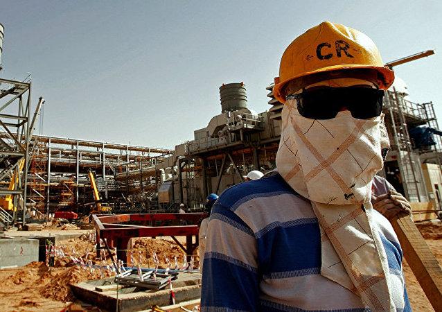 媒体:沙特希望16日将石油产量恢复三分之一
