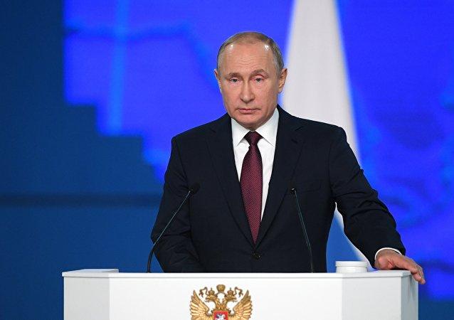 普京向俄罗斯联邦会议发表国情咨文