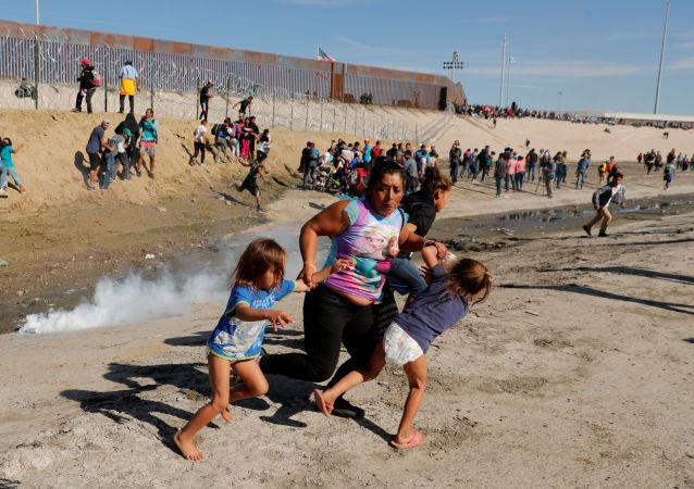 墨西哥移民局解救出被关押的81名非法移民