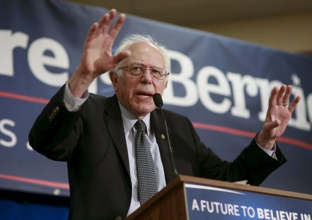 民主党总统候选人伯尼·桑德斯