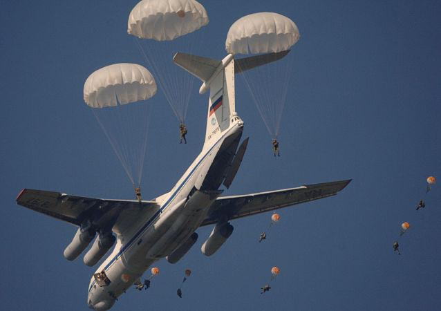 俄技术动力控股公司为跳伞者开发俄首款智能安全系统