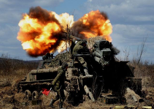 俄军约4000名官兵参加在滨海边疆区举行的大规模实弹射击演习