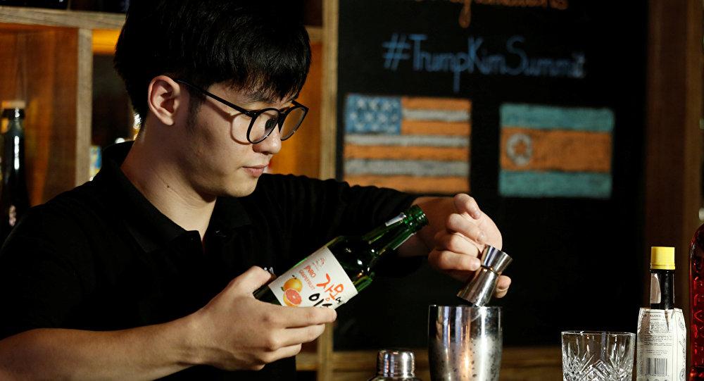 """""""金特会""""前夕越南酒吧推出会谈酒"""