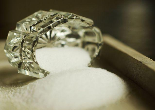 科学家解释为什么俄罗斯人需要少吃盐