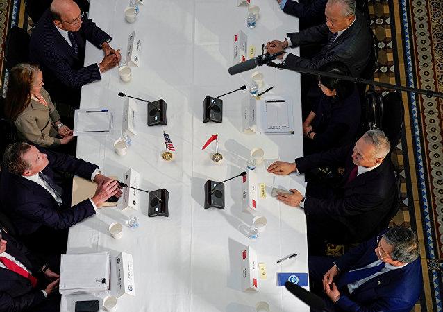 部分中方代表团留在华盛顿继续贸易谈判