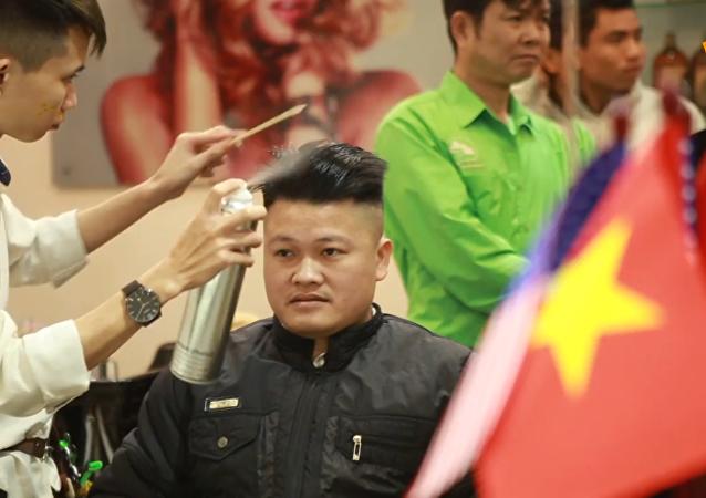 越南理发师免费为顾客理特朗普和金正恩发型