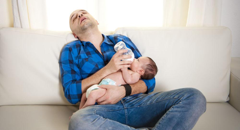 科学家解释生孩子之后要损失多少睡眠