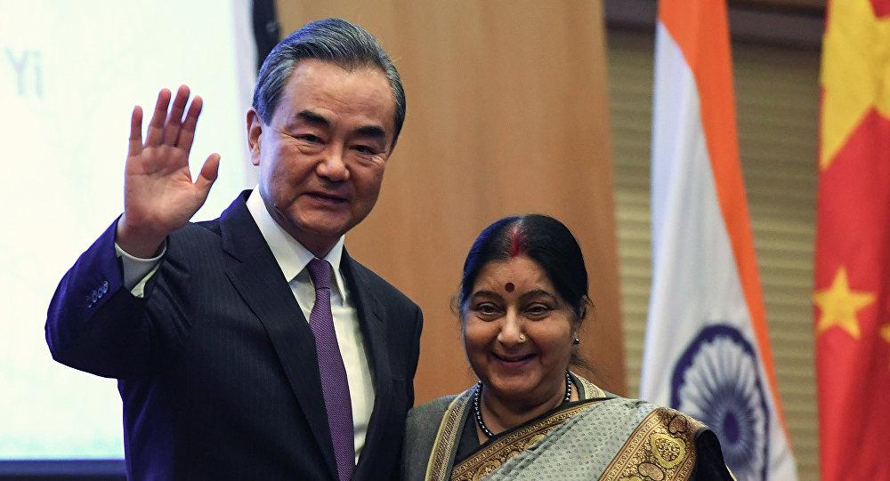 王毅会见出席中俄印外长会晤的印度外长斯瓦拉吉