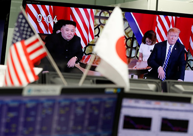 Саммит США и КНДР в Ханое на телеэкране.