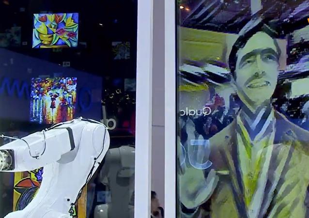 中兴公司展出5G机器人画家