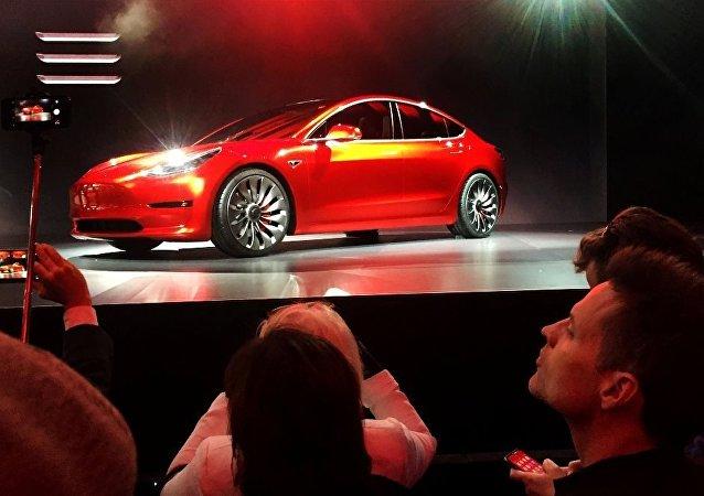 特斯拉发售最廉价版Model 3 起售价为3.5万美元