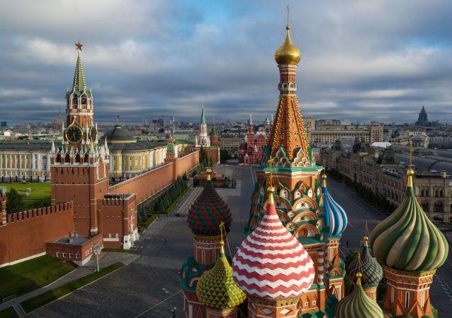 Купола Храма Василия Блаженного на Красной площади в Москве