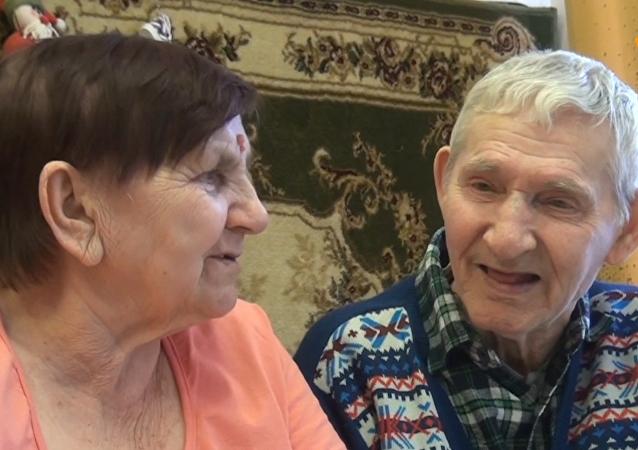 恋人分离半个世纪后在养老院重逢