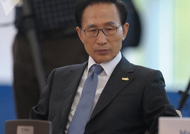 韩媒:韩国前总统李明博二审获刑17年