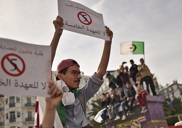 阿尔及利亚临时总统指示7月4日举行总统选举