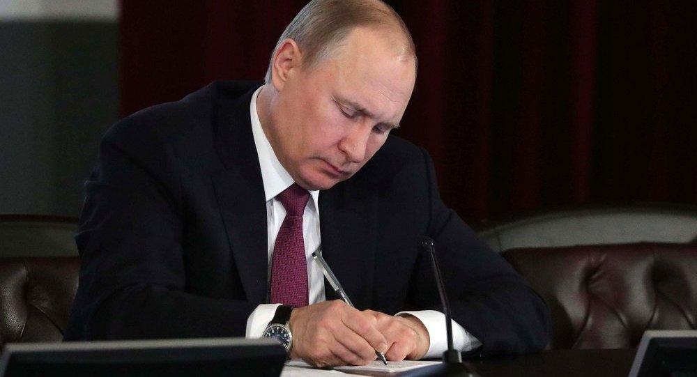普京签署俄罗斯宪法修正案