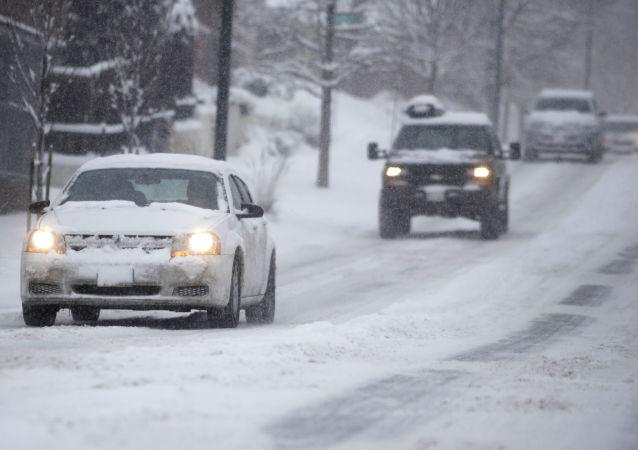 媒体:袭击美国东北部的降雪导致至少7人死亡