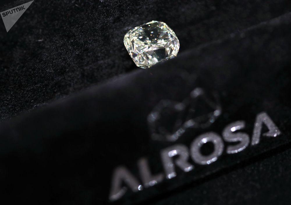 钻石展上埃罗莎公司的钻石