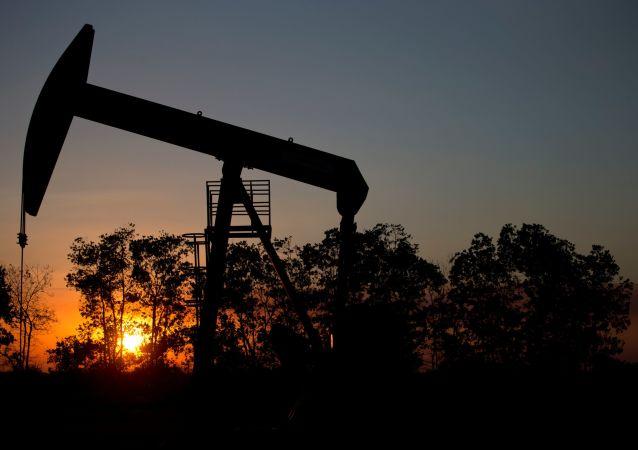 媒体:委内瑞拉无视美国制裁恢复对华直接供油