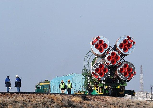 """搭载""""联盟MS-13""""飞船的火箭已被安装到拜科努尔航天发射场发射台"""