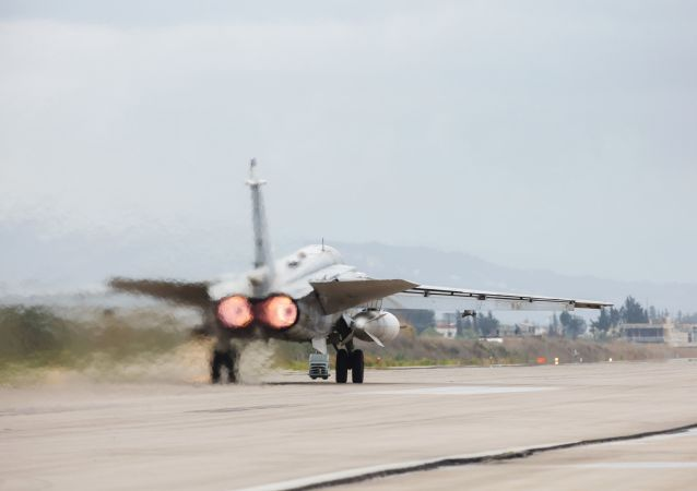 俄罗斯苏-24对叙利亚恐怖分子实施打击