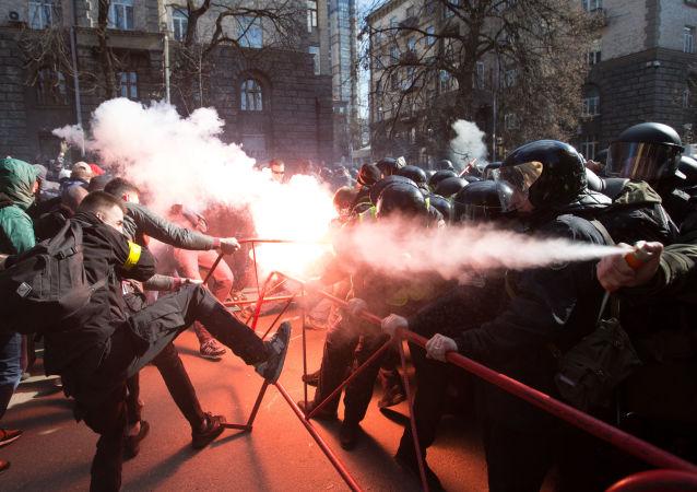 乌总统波罗申科在基辅发表竞选演讲时发生冲突