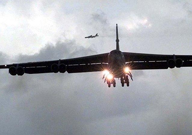 俄战机升空,在黑海上空伴飞靠近俄罗斯领空的美国B-52H轰炸机