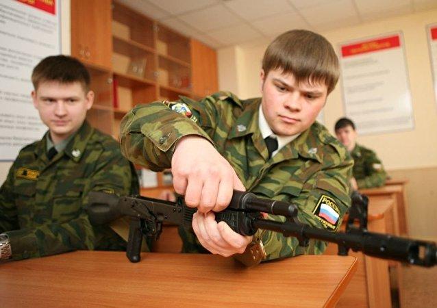 俄93所高校将建设军事训练中心