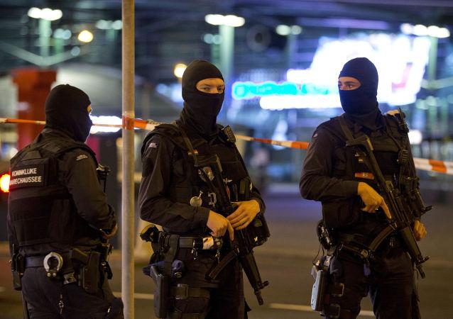 荷兰军事警察在阿姆斯特丹史基浦机场(资料图片)