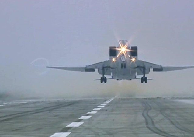 俄两架图-22M3战机按计划进行飞行 挪威空军战斗机进行伴飞