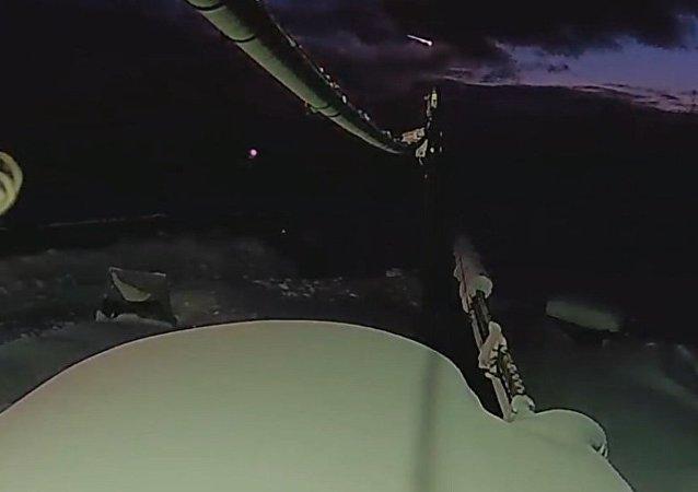 一颗燃烧的陨石飞过克拉斯诺亚尔斯克边疆区上空