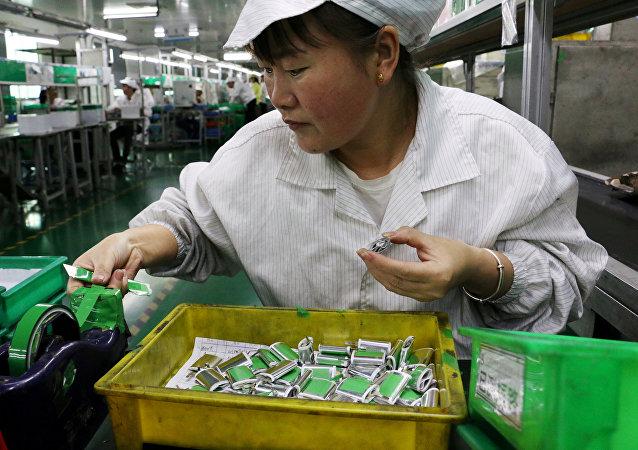 Китайский завод по изготовлению литиевых аккумуляторов