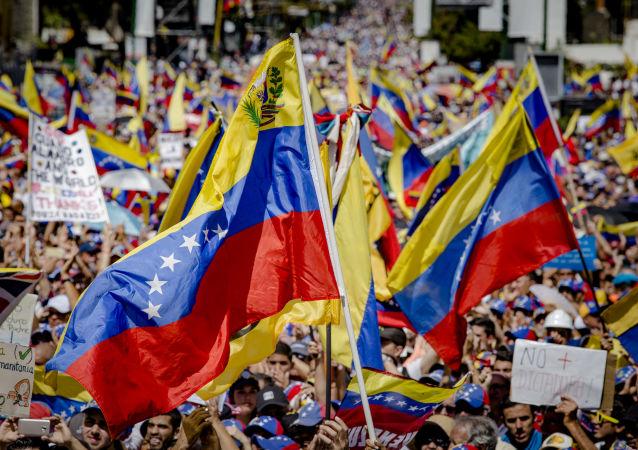普京和俄安全会议成员对一系列国家关于委内瑞拉的声明表示担忧