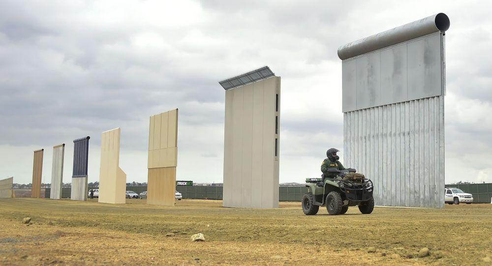 美最高法院允许特朗普从国防部拨款25亿美元用于修建边境墙