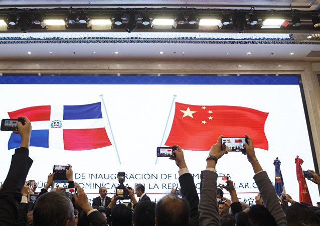 美国试图对中国在拉美的伙伴国施加影响