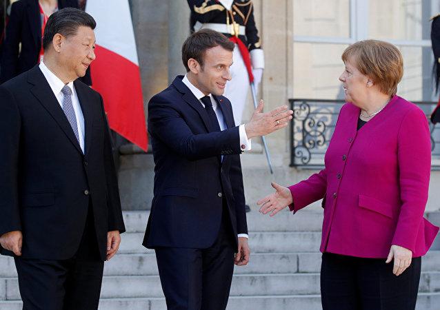 默克尔称欧盟希望在丝绸之路项目中发挥积极作用