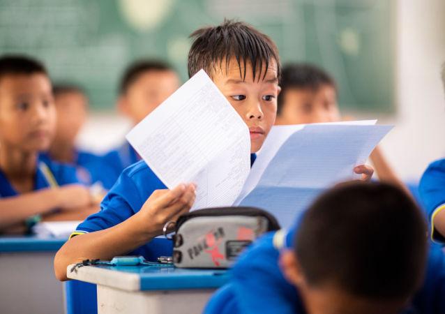 学者称中小学暑期长假有害处