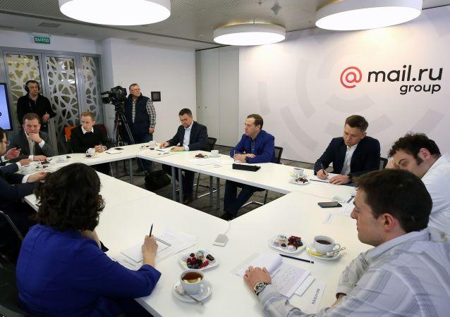 梅德韦杰夫同俄罗斯网络公司负责人会面