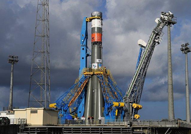 """俄罗斯""""联盟-ST""""型火箭在库鲁航天发射场"""
