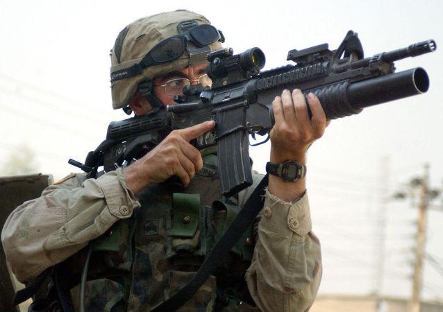 Подствольный гранатомет M203, установленный на карабине M4