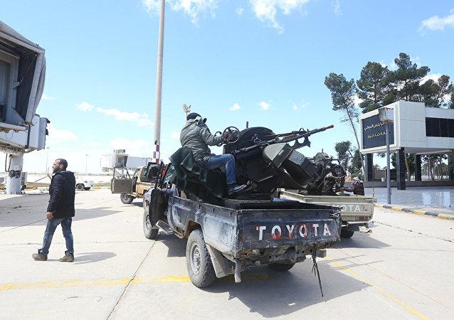媒体:利比亚团结政府宣布摧毁哈夫塔尔军队1架伊尔-76型运输机