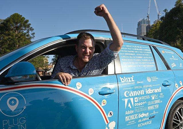 一名荷兰人完成了历时三年的电动汽车之旅