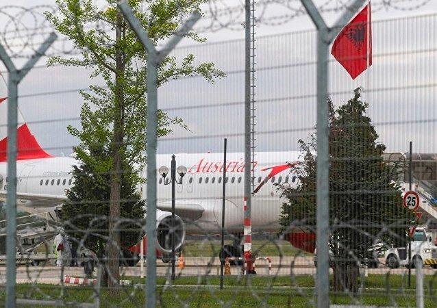 武装匪徒从阿尔巴尼亚机场等待起飞的航班上抢走一千万欧元