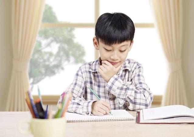 """补习班盛行:中国父母的教育焦虑该靠什么""""药""""来医?"""
