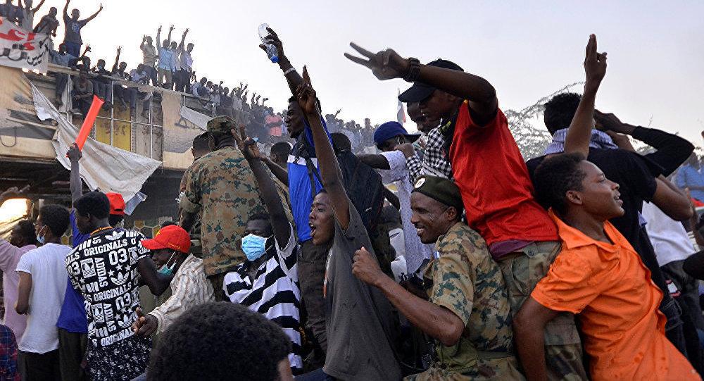 苏丹首都市中心武装人员对示威者开枪造成2人死亡