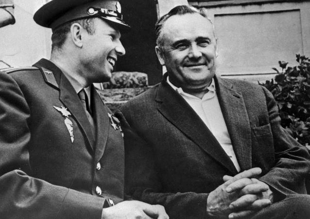 尤里•加加林与苏联火箭航天技术总设计师谢尔盖•科罗廖夫