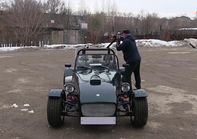 俄工程师收藏传奇豪车路特斯复制品