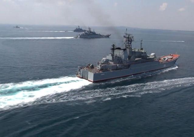 """俄海军编队完成在阿拉伯海举行的""""和平-2021""""演习"""
